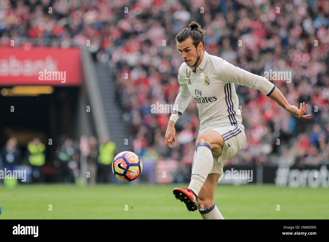 bilbao vizcaya spain 18th march 2017 gareth bale controlling