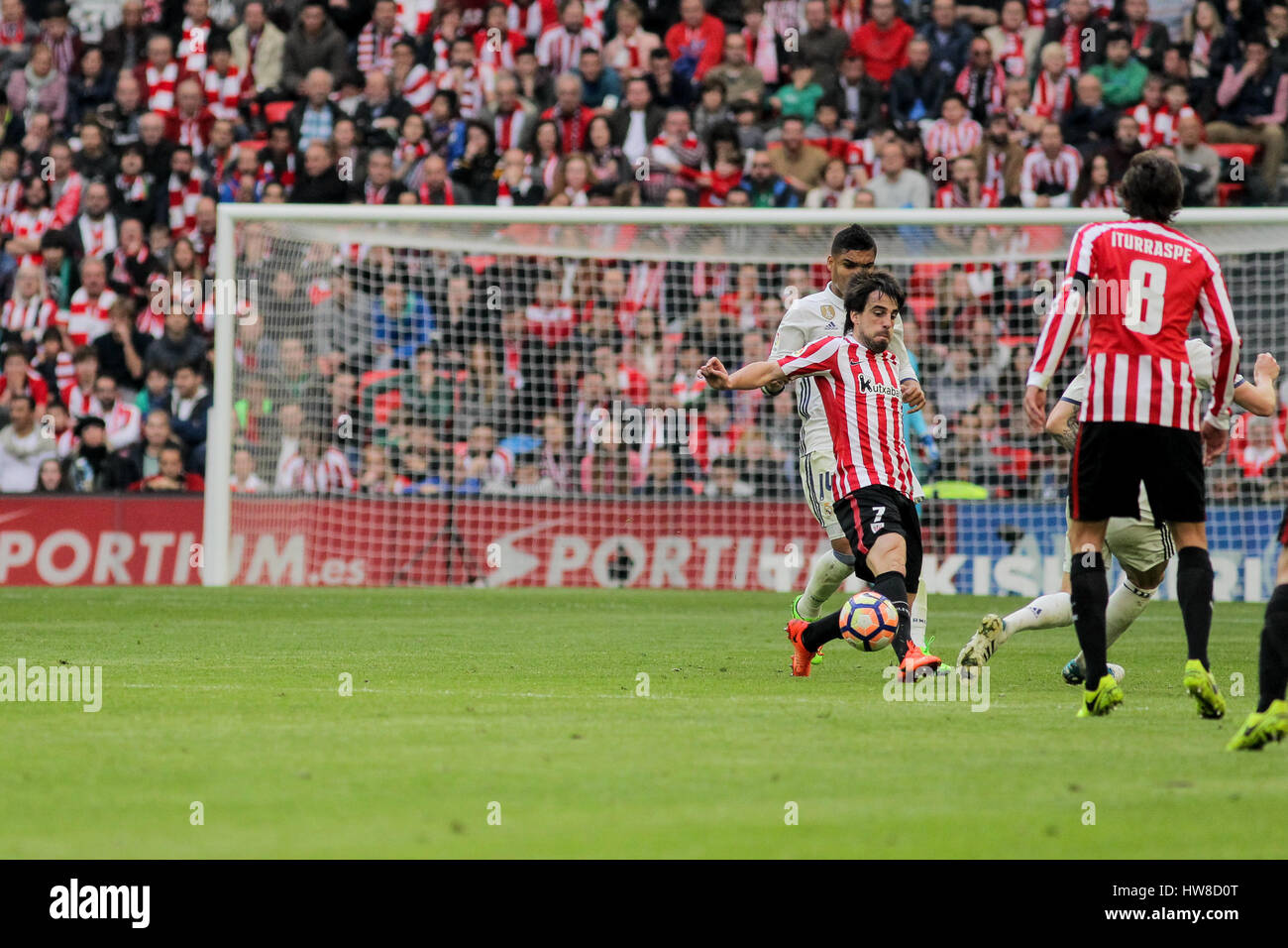 Bilbao, Vizcaya, Spain. 18th March, 2017. Be–at passing the ball during the Liga Santander match between Athletic - Stock Image