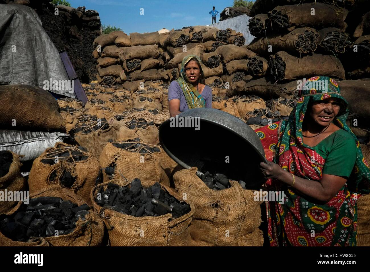 India, Gujarat State, Ahmedabad, listed as World Heritage by UNESCO, workers, mainly women, working in a coal factory - Stock Image