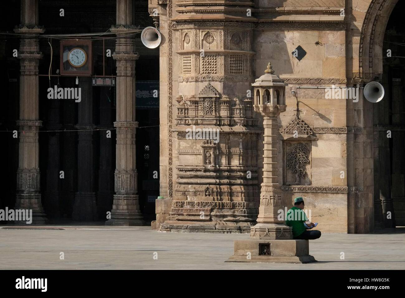 India, Gujarat State, Ahmedabad, listed as World Heritage by UNESCO, the Jami Masjid is the oldest mosque of Ahmedabad, - Stock Image