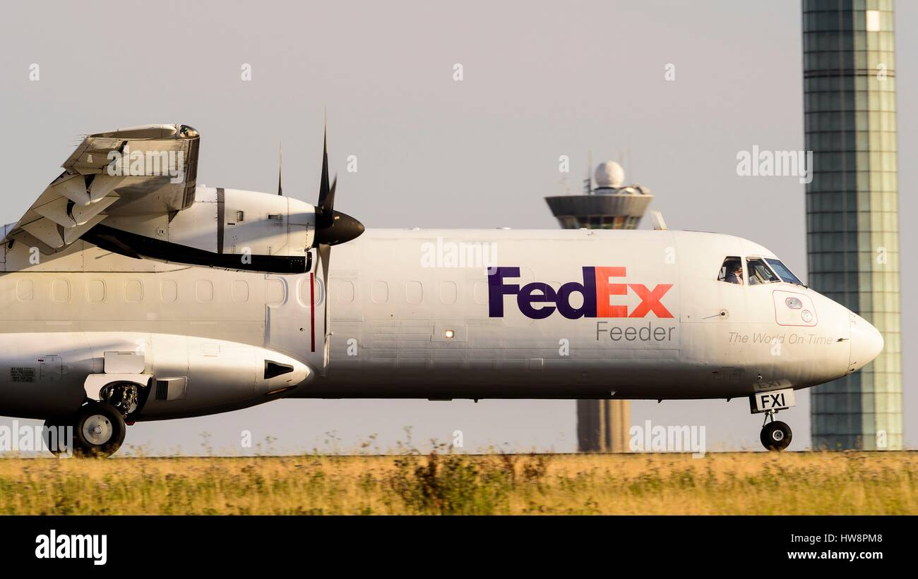 France, Val d'Oise, Roissy en France, Charles-de-Gaulle airport, Turboprop powered FedEx ATR aircraft after - Stock Image