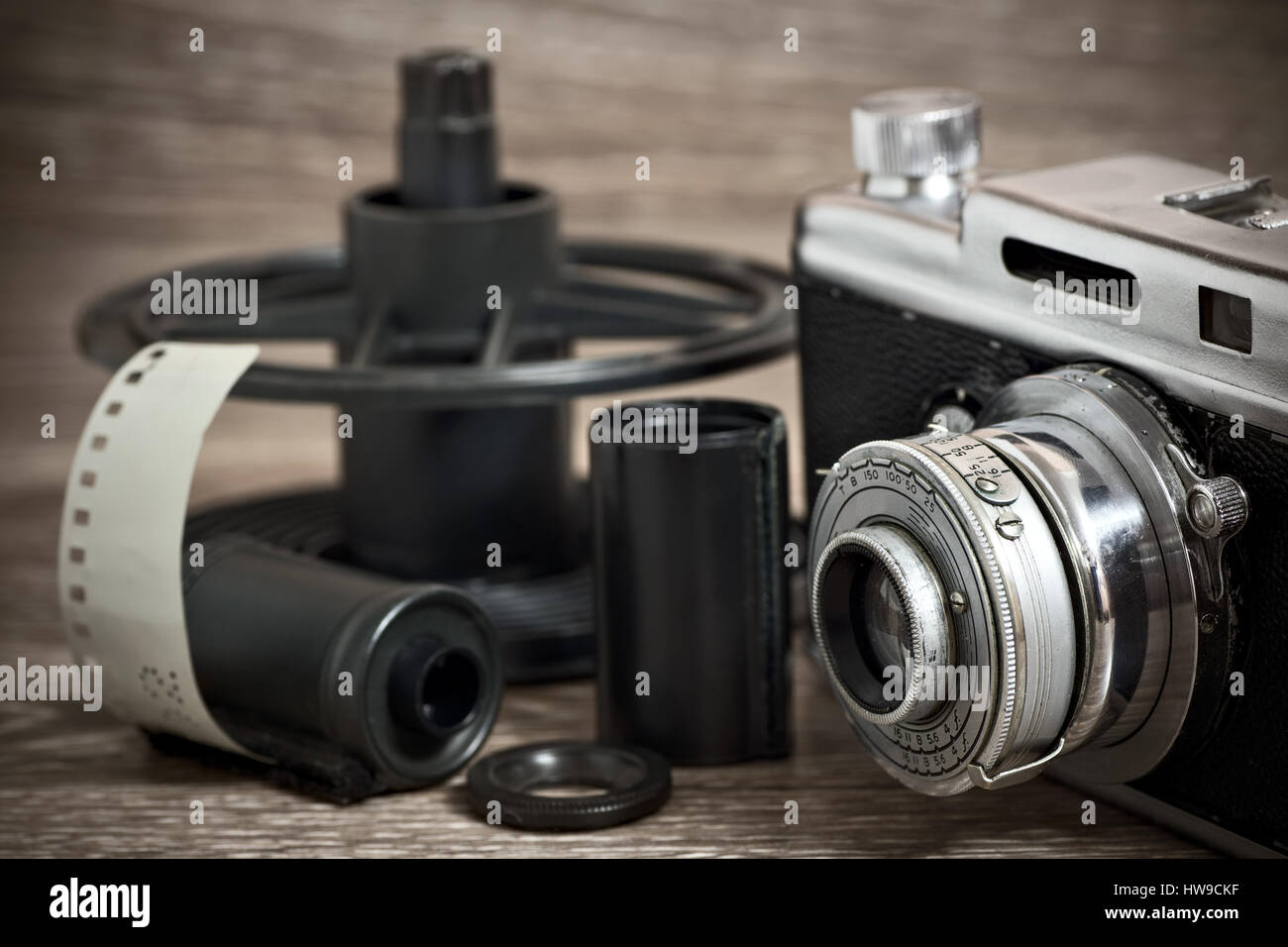 Vintage rangefinder camera with film cassettes and spool - Stock Image