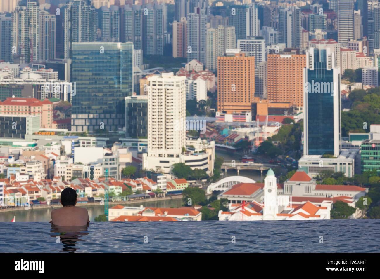 Singapore, Marina Bay Sands Hotel, rooftop swimming pool, dawn - Stock Image