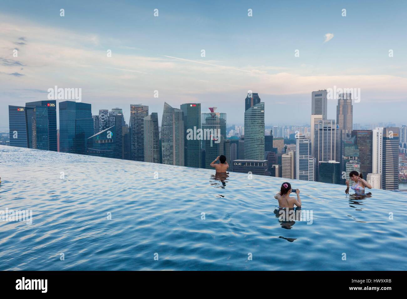 Singapore Marina Bay Sands Hotel Rooftop Swimming Pool Dawn Stock Photo 136057583 Alamy