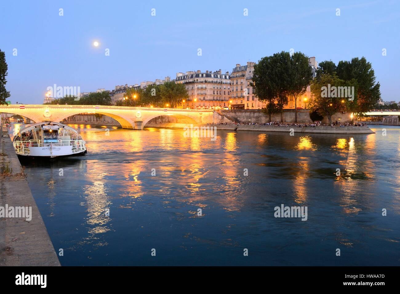 France, Paris, area listed as World Heritage by UNESCO, Ile Saint Louis, Louis Philippe bridge - Stock Image