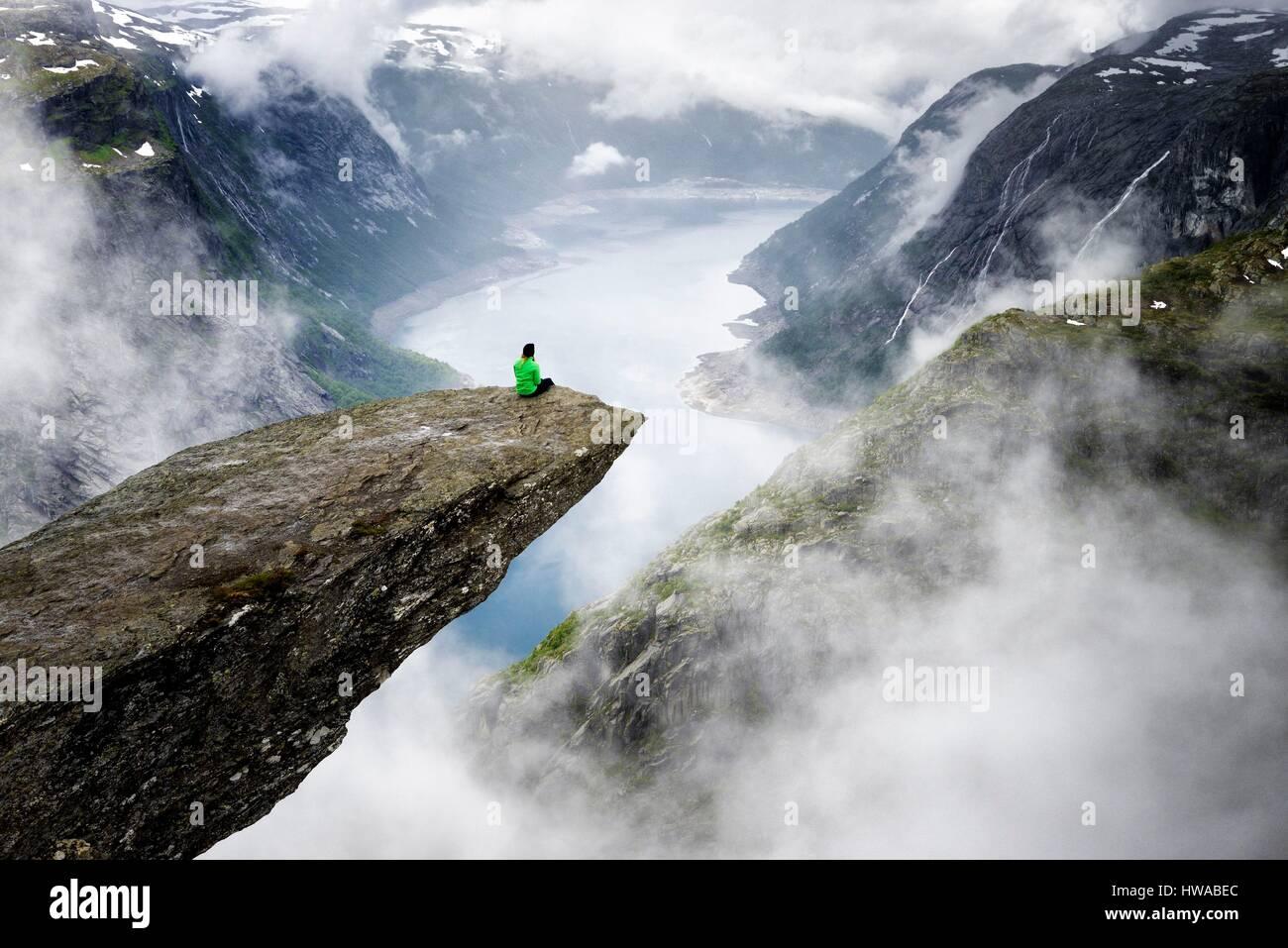 Norway, Hordaland, Hardangervidda region, Odda, Trolltunga (the troll's tongue) 700 metres above lake Ringedalsvatnet - Stock Image