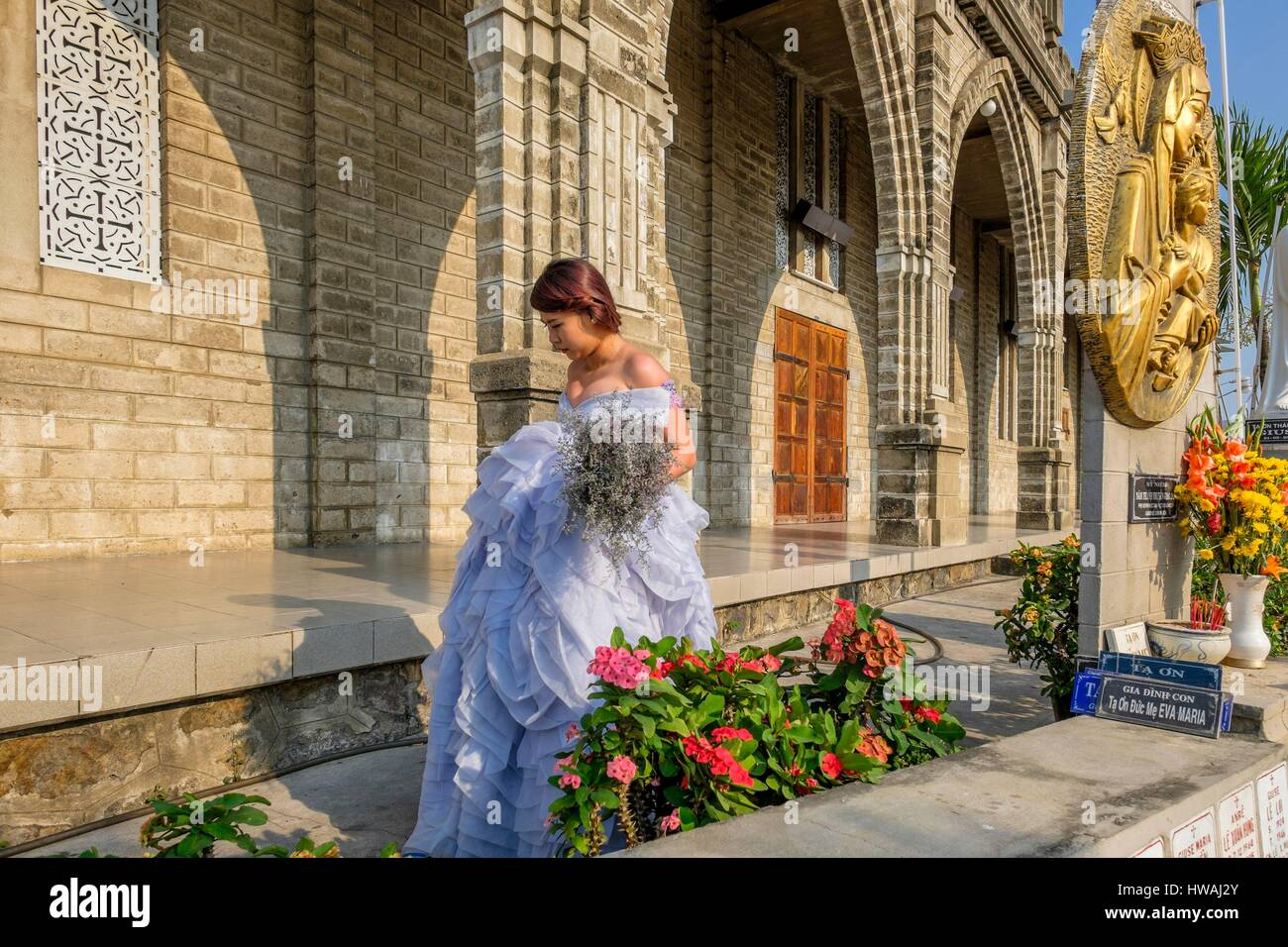 Vietnam, South Central Coast region, Khanh Hoa province, Nha Trang, young married in front of Christ Roi cathedral - Stock Image