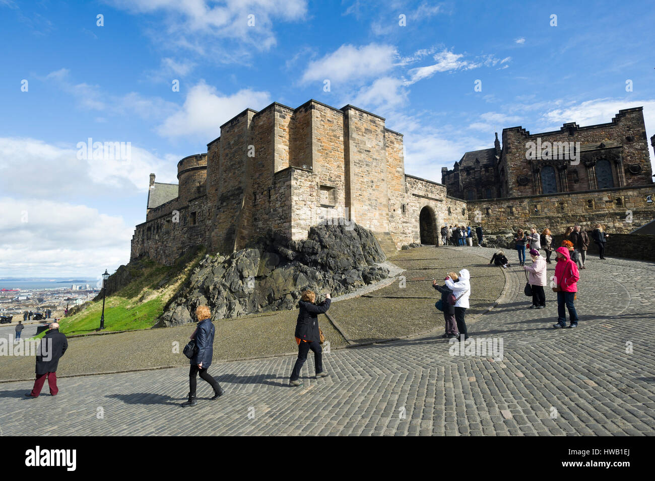 Tourists exploring Edinburgh Castle, Edinburgh Scotland. - Stock Image