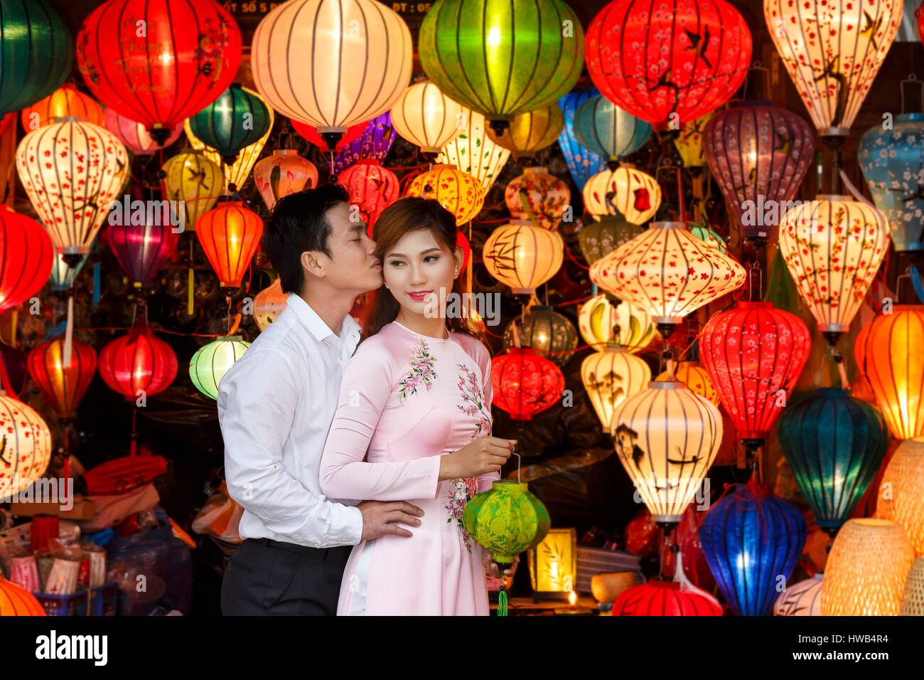 Vietnam, Quang Nam Province, Hoi An, newlyweds surrounded by chinese lanterns - Stock Image