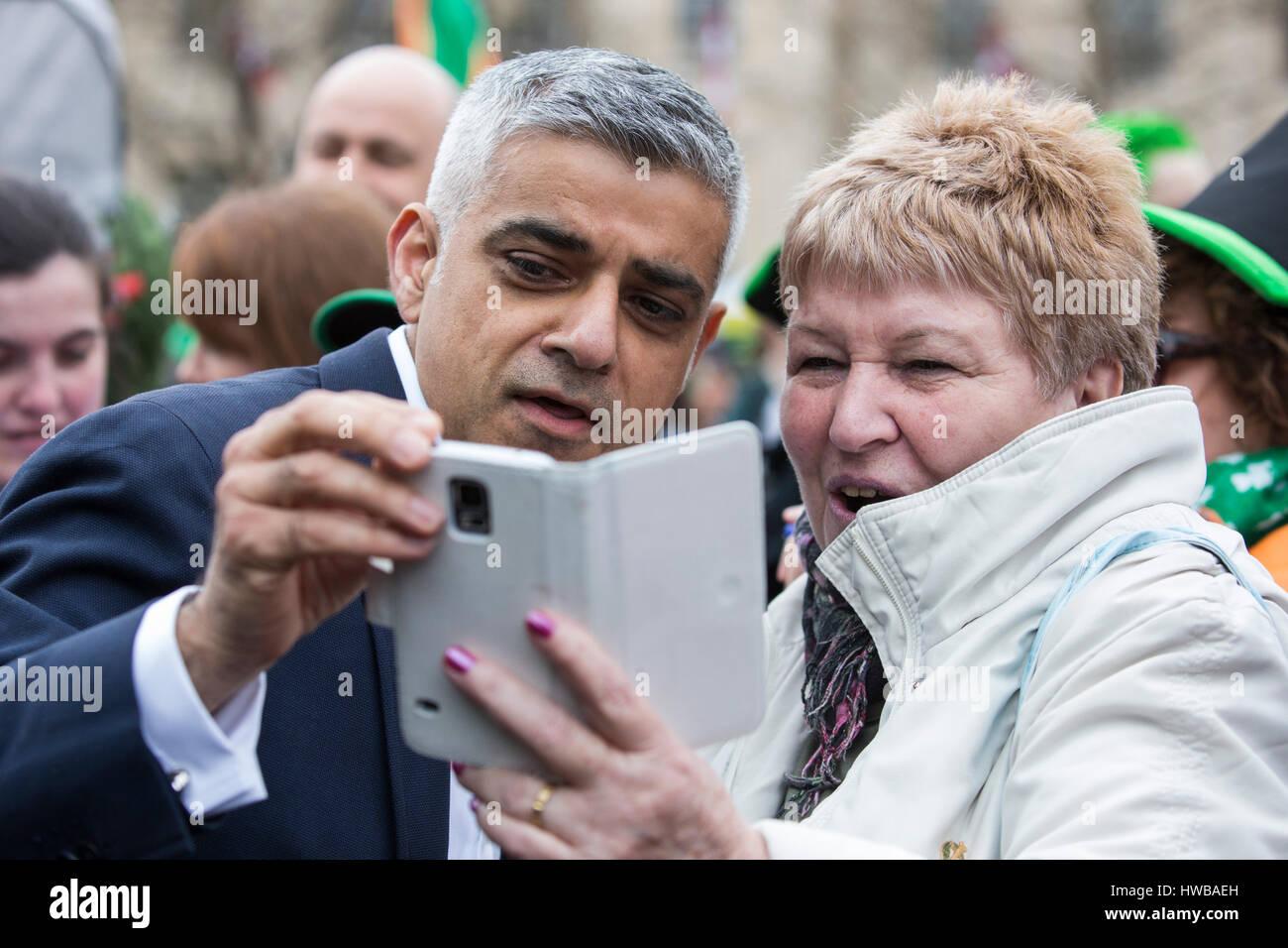 London, UK. 19 March 2017. London mayor Sadiq Khan has selfies done in Trafalgar Square. London celebrates St Patricks - Stock Image