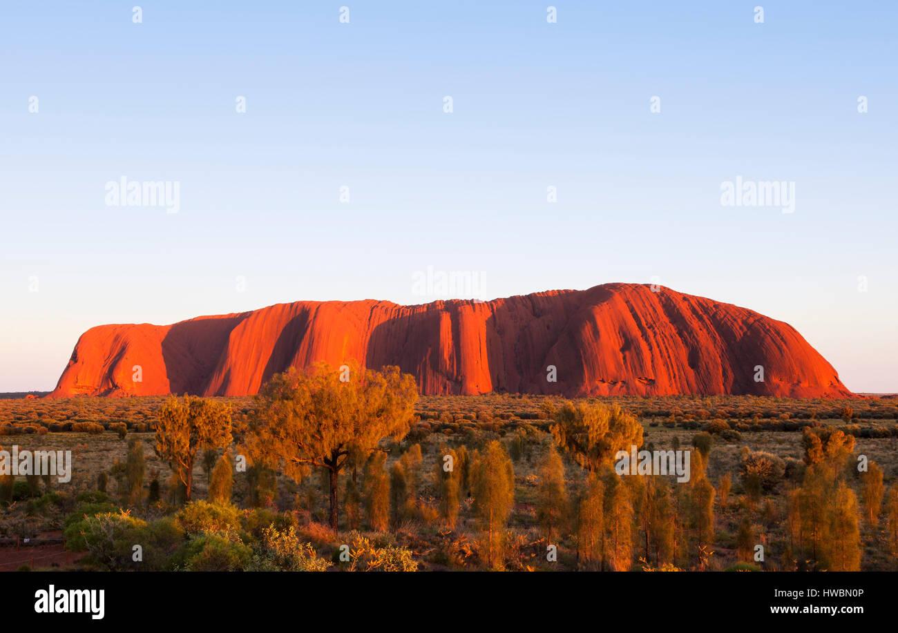 Sunrise Over Uluru, Uluru-Kata Tjuta National Park, Northern Territory, Australia - Stock Image