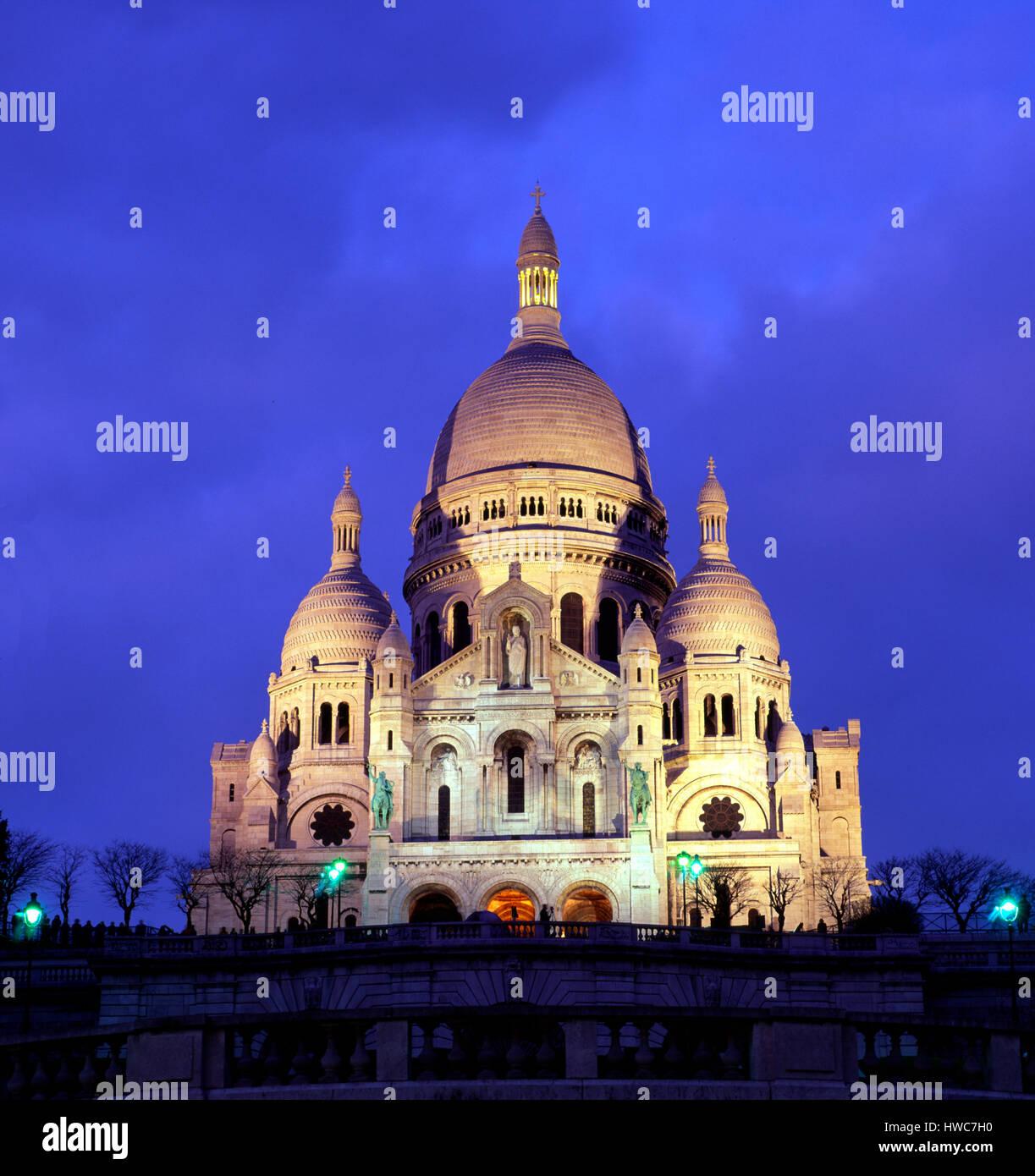 Sacre Coeur at dusk, Montmartre, Paris, France - Stock Image
