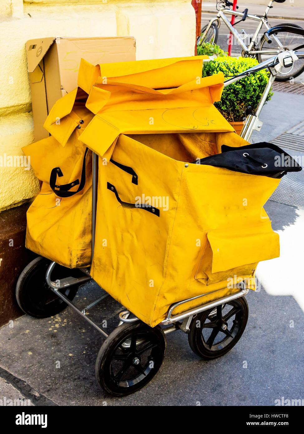 Bag of a postman. The mailman distributes the post, Sack eines Postboten. Der Briefträger verteilt die Post Stock Photo