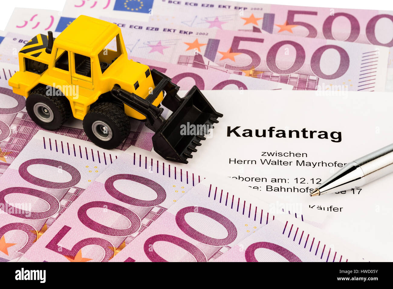 The bill of sale for a new excavator. With euromoney and ballpoint pen, Der Kaufvertrag fuer einen neuen Bagger. Stock Photo