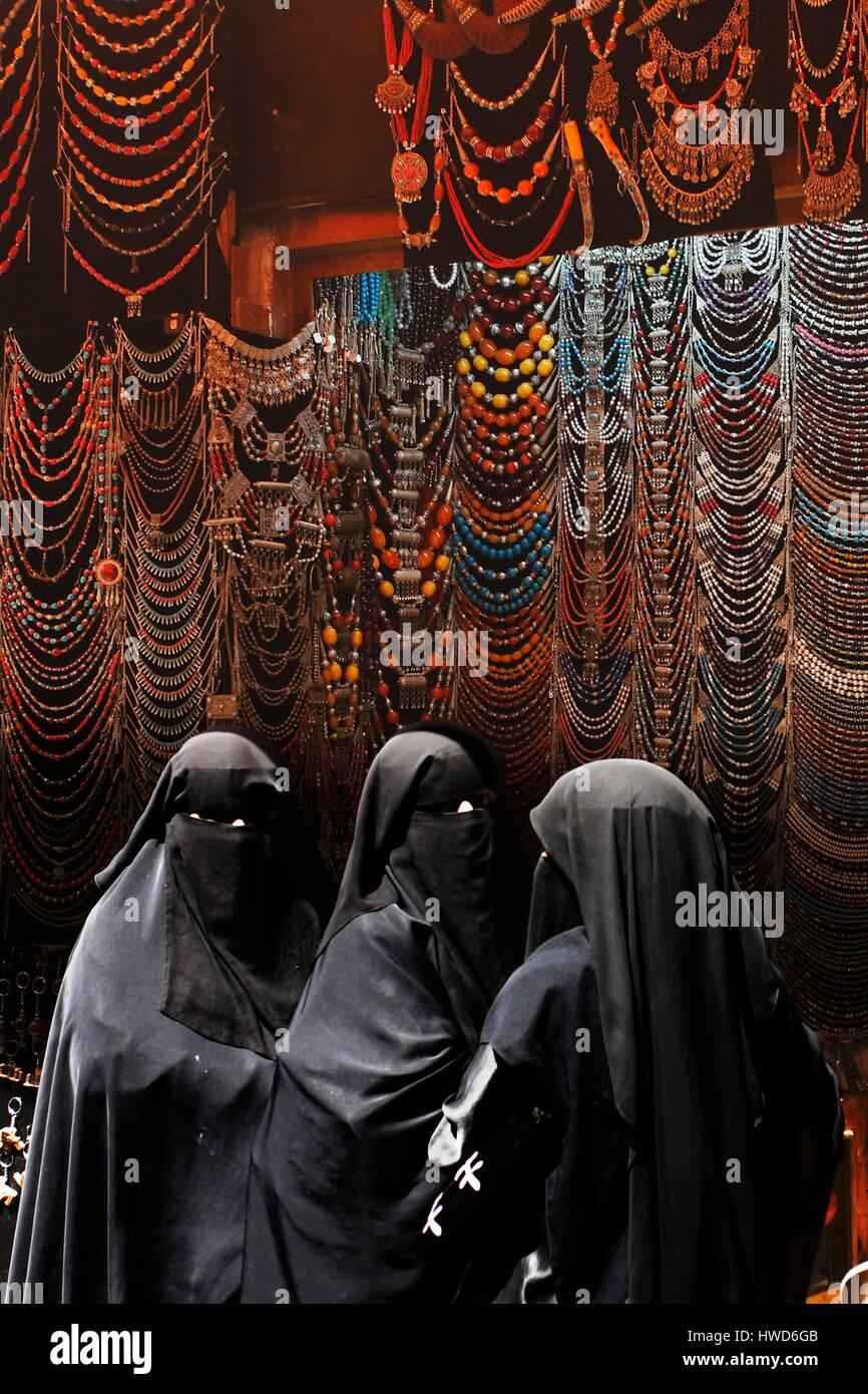 Yemen, Sanaa souk, women in jewellery shop - Stock Image