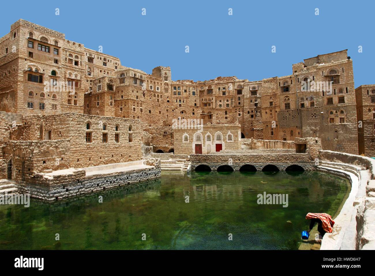 Yemen, High Plateaux, the cistern of the village of Hababa where women come to draw water - Stock Image