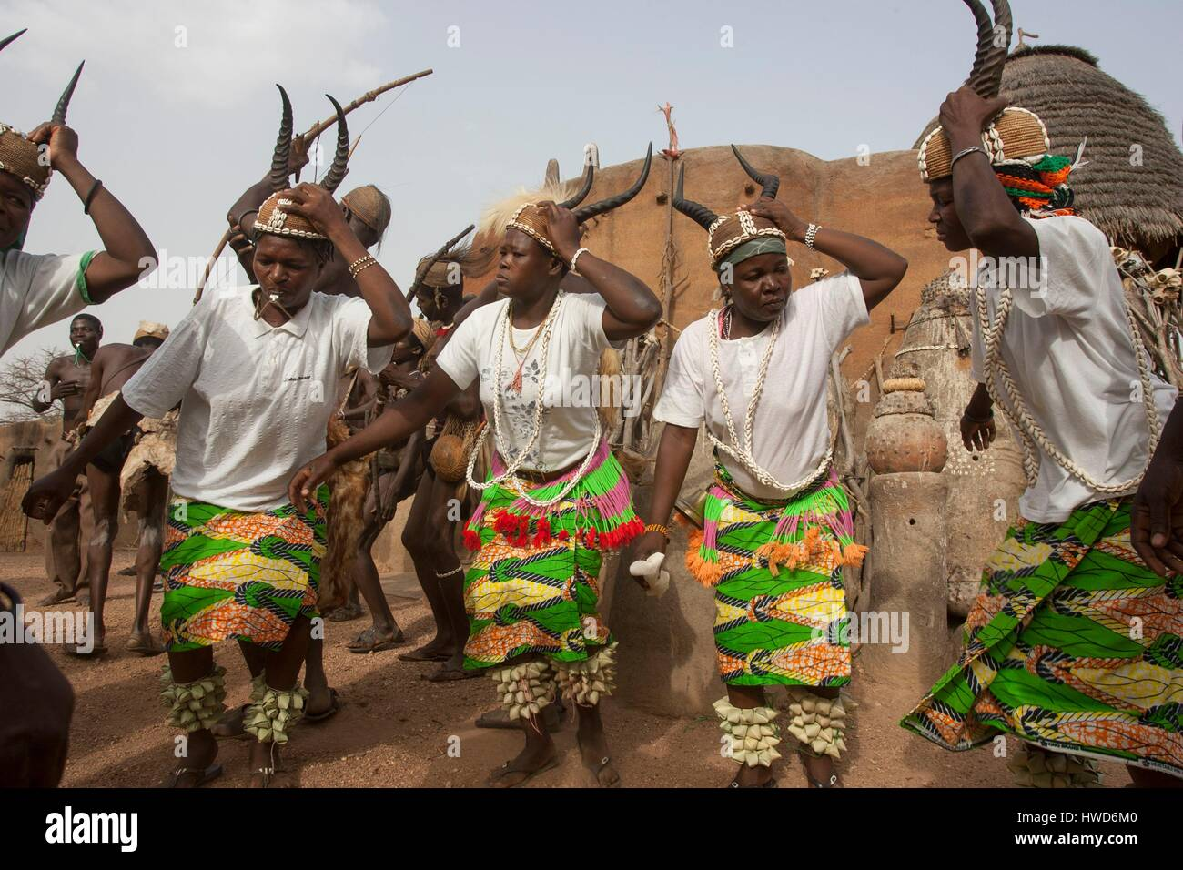 Togo, northern region, the Tamberma dance to conciliate the fetishes of the ancestors placed in front of the entrance - Stock Image