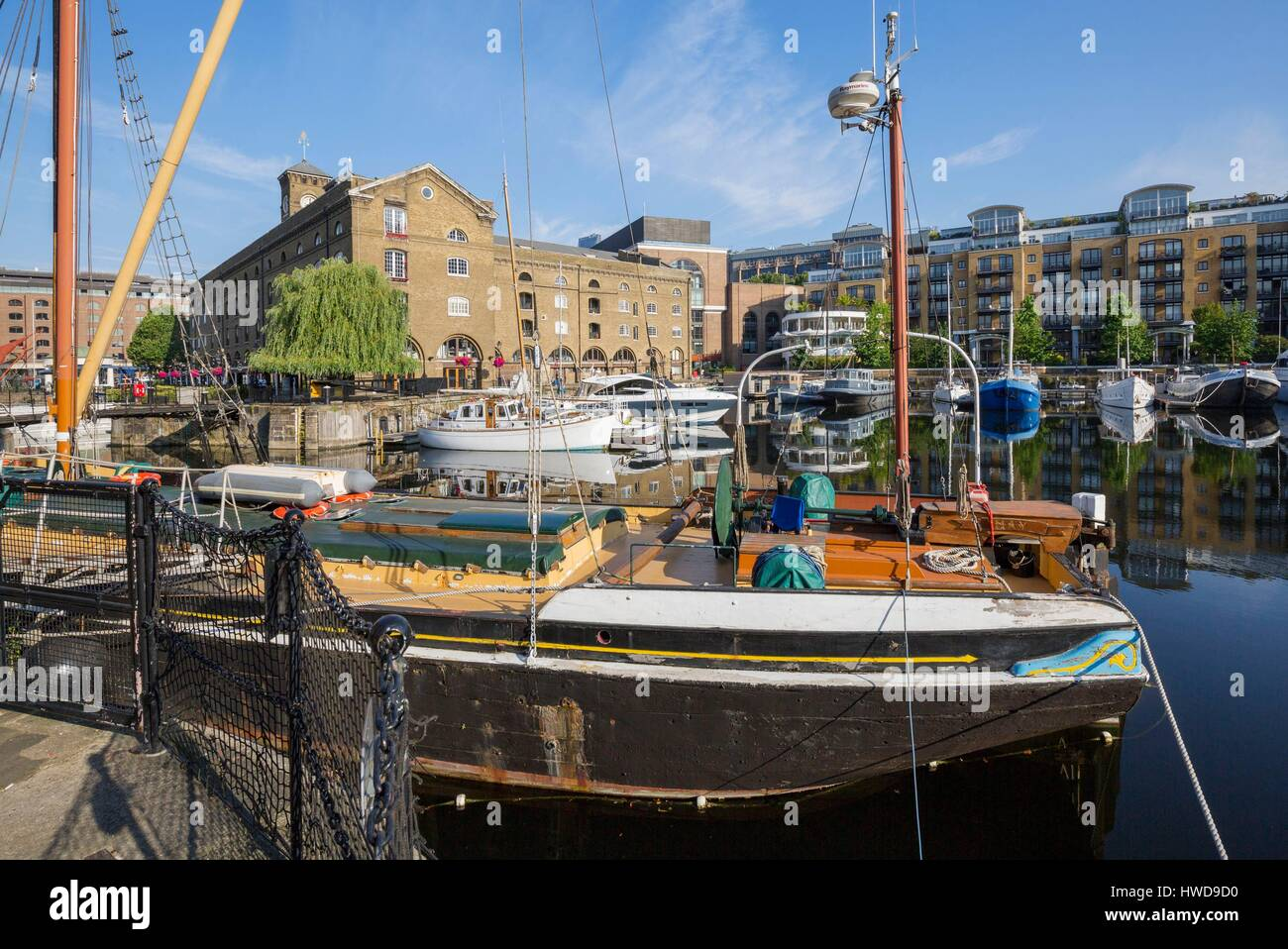 United Kingdom, London Borough of Tower Hamlets north of the Thames near Tower Bridge and the Tower of London, the - Stock Image