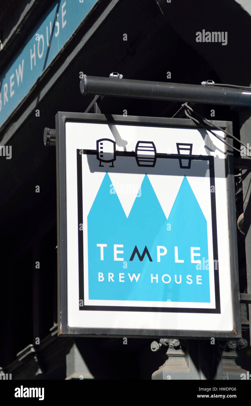 The Temple Brew House microbrewery pub in Essex St, City of London, UK. - Stock Image