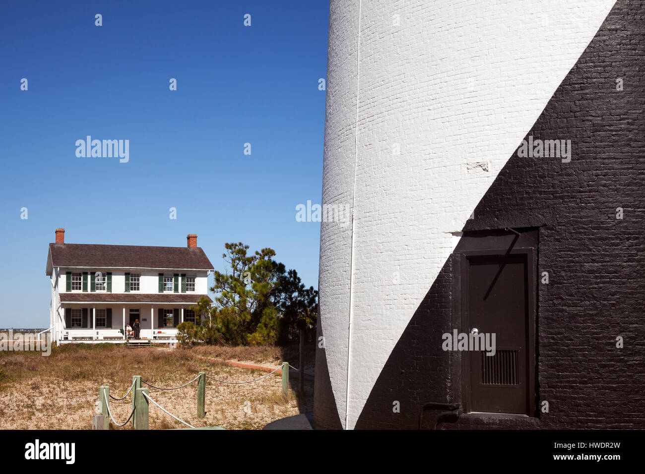 NC00863-00....NORTH CAROLINA -The base of the  Cape Lookout Lighthouse and Lighthouse Keepers House on the South - Stock Image