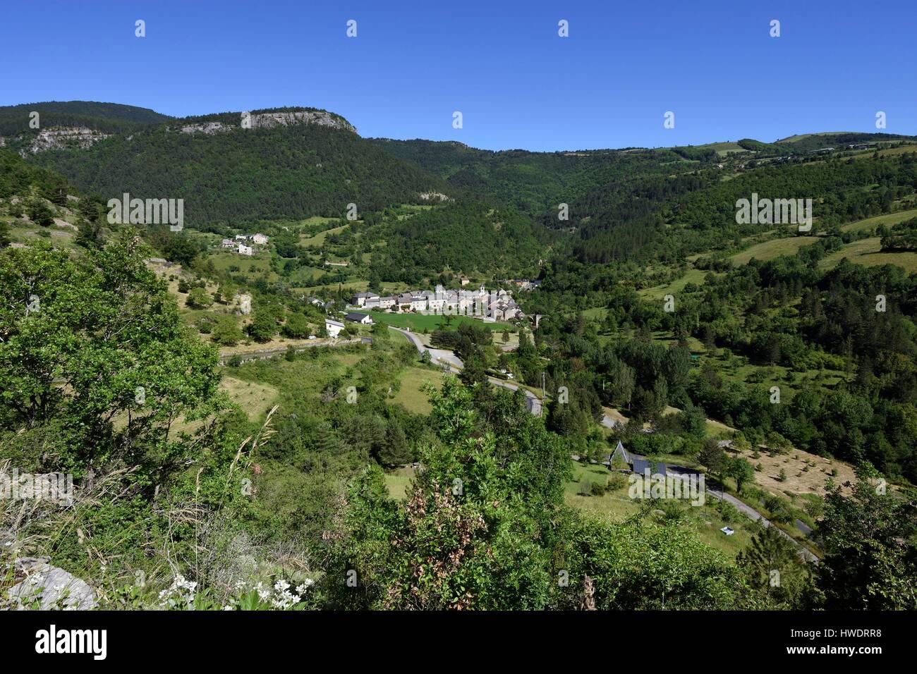 France, Gard, Treves, Gorges of Trevezel, Rocher du Regard, the village - Stock Image