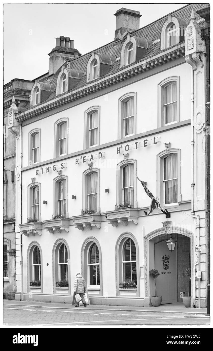 Cirencester - The Kings Head Hotel at Market Place, Cirencester, Gloucestershire in March - Stock Image