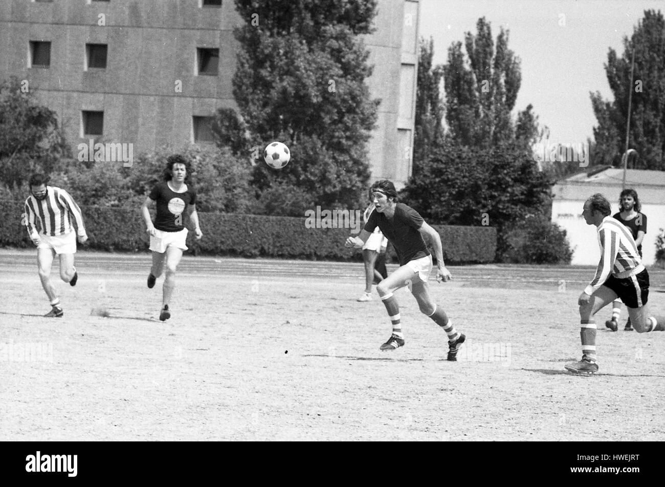 Pinki Floyd playing football -  22/06/1974  -  France / Burgundy (french region) / Dijon  -  The day following their - Stock Image