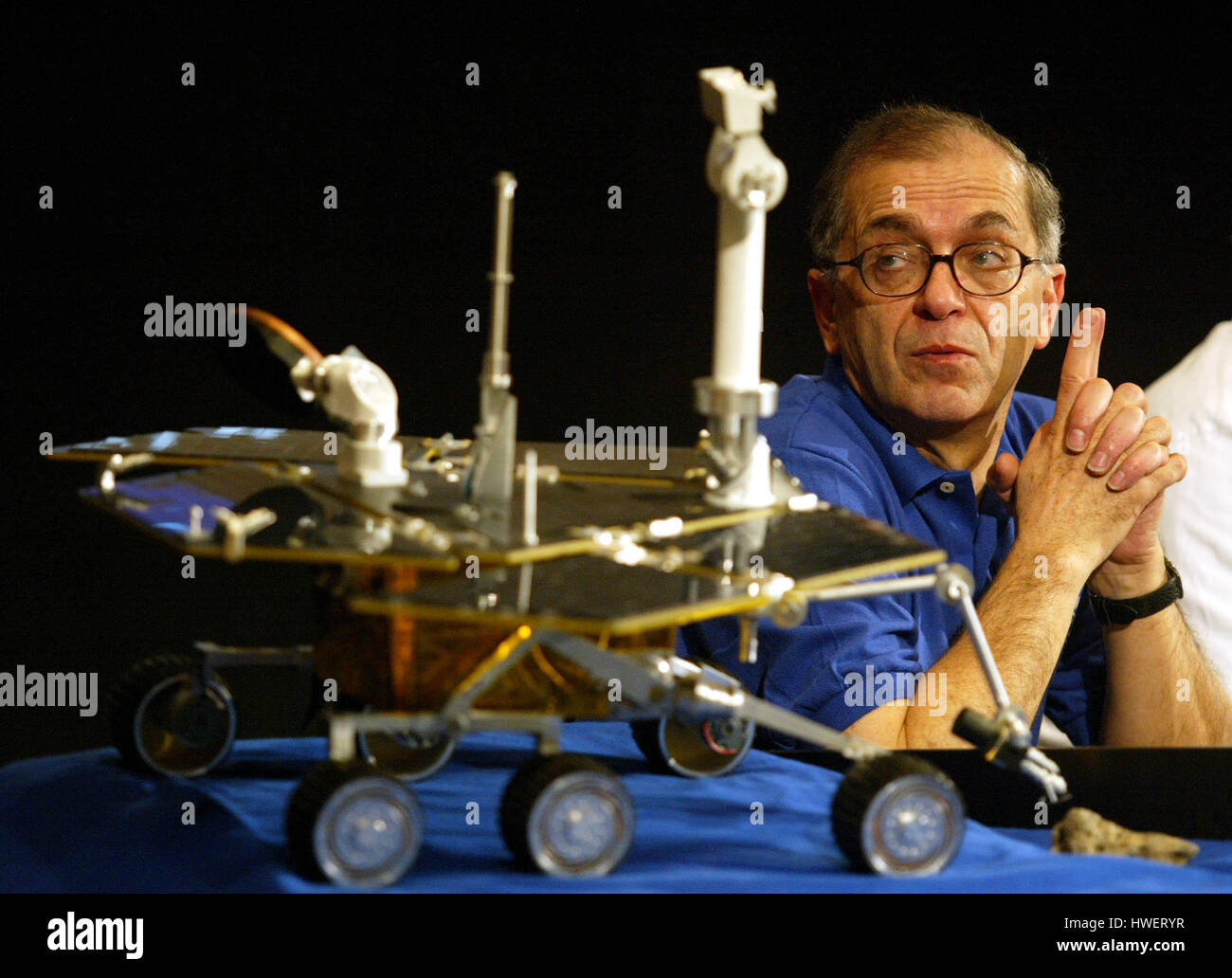 Charles Elachi, director of NASA's Jet Propulsion Laboratory looks at a model of the rover Spirit during a press - Stock Image