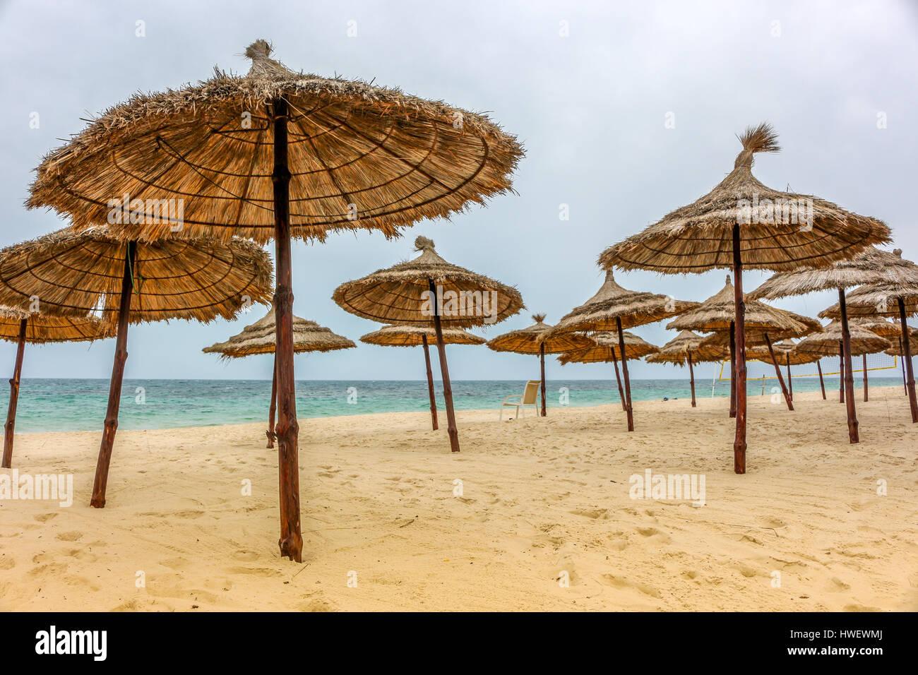 Viele Sonnenschirme in Tunesien - Stock Image