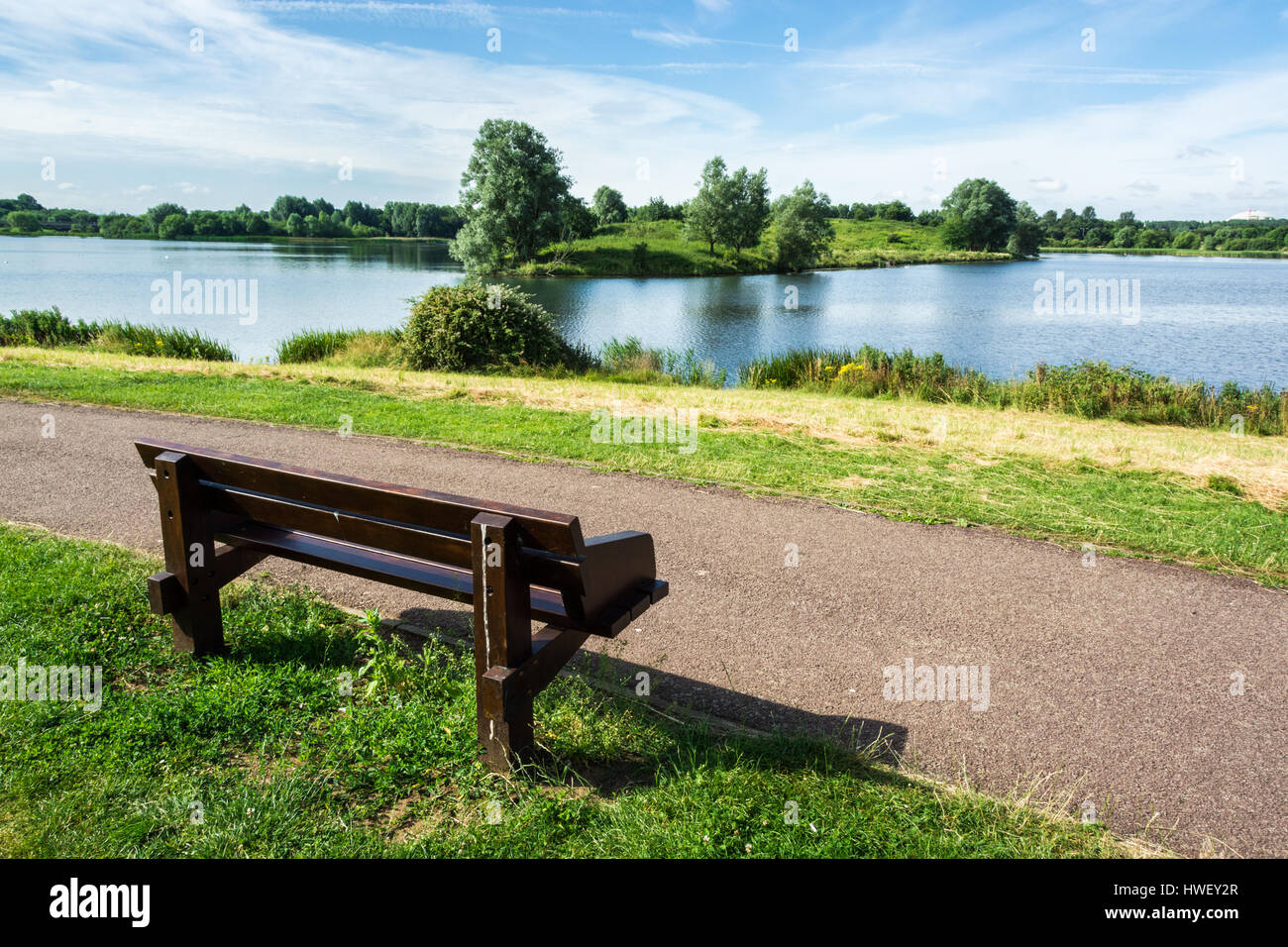 Bench on the bank of Willen Lake - Stock Image