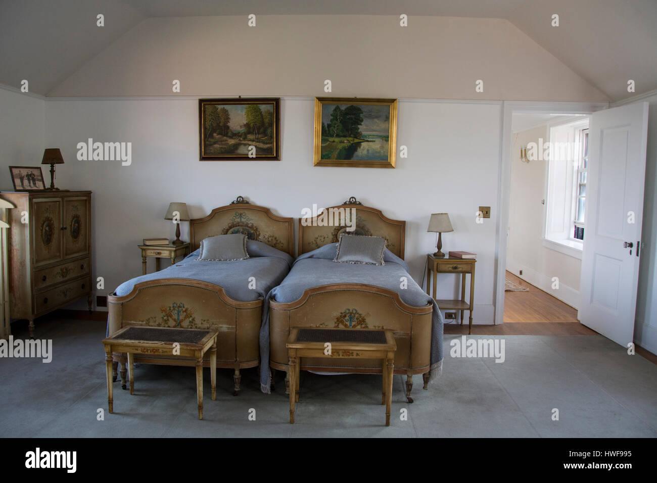 New York, Chippewa Bay, Hammond, Dark Island. Singer Castle, bedroom with antique  furniture. Property Released. - New York, Chippewa Bay, Hammond, Dark Island. Singer Castle, Bedroom