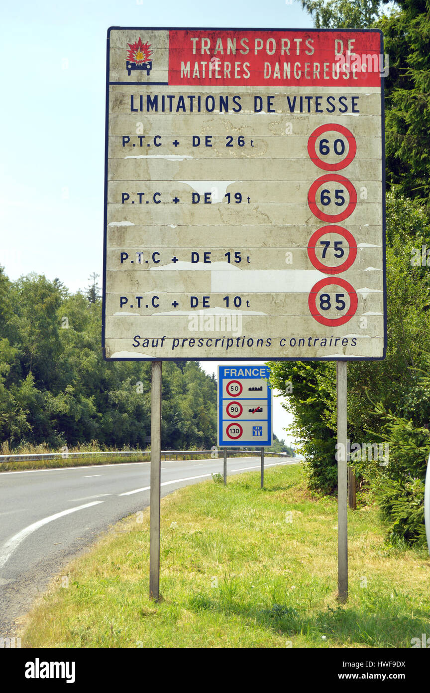 Sign: speed limit for transport of hazardous materials - Stock Image