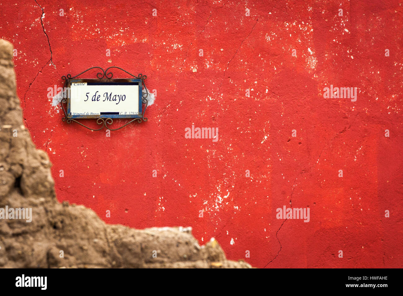 5 de Mayo, a street sign in the ghost town of Mineral de Pozos, Guanajuato, Mexico. - Stock Image