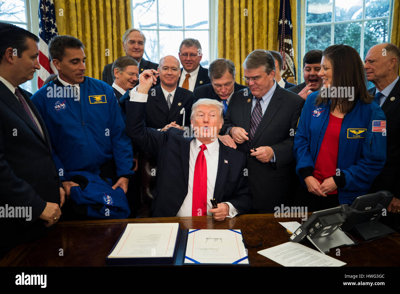 Washington DC, USA. 21st March 2017. U.S. President Donald J. Trump hands out pens after signing the NASA transition Stock Photo