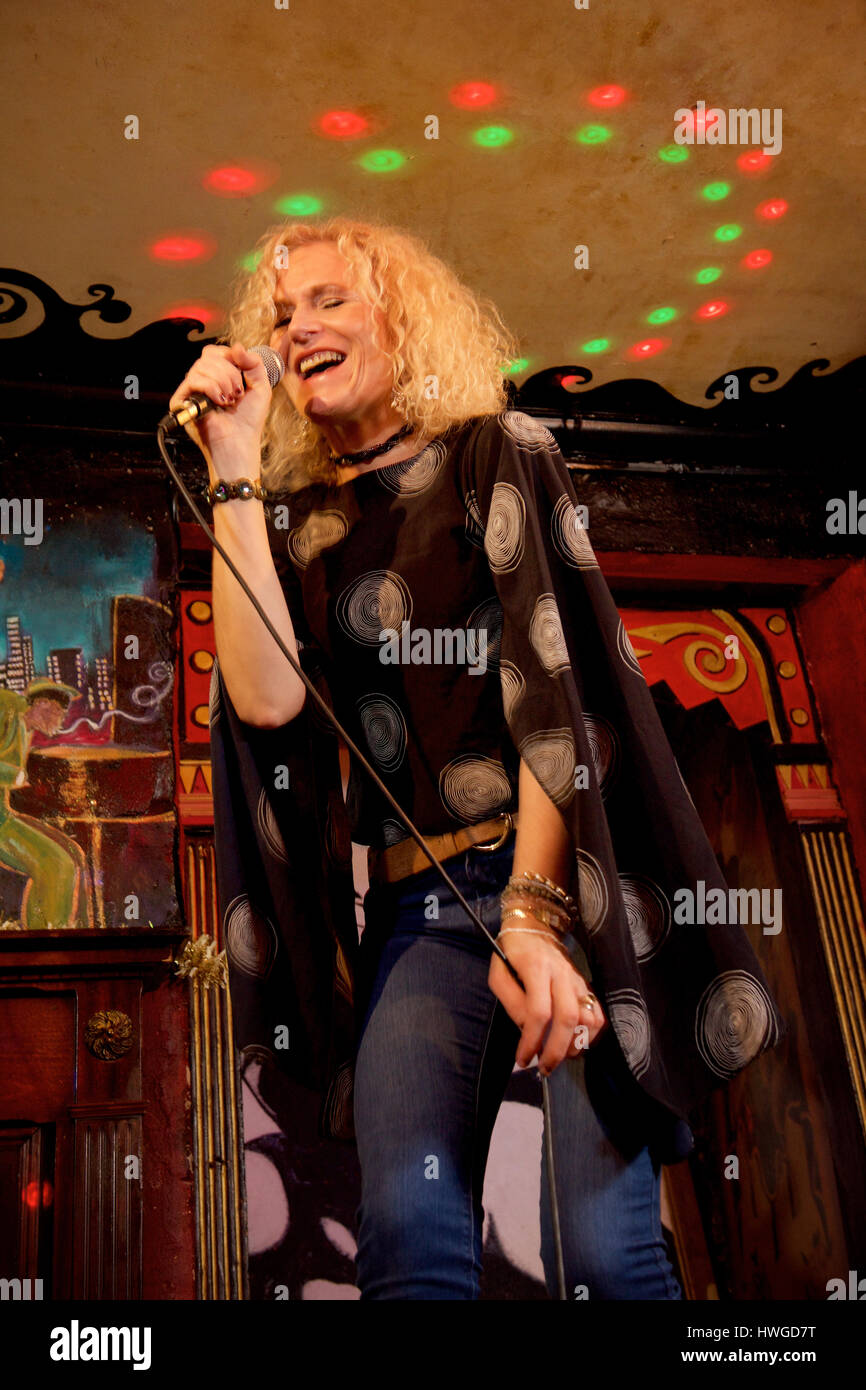Zoe Schwarz jazz and blues vocalist on location - Stock Image