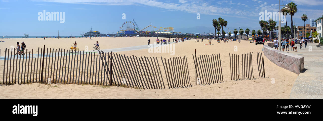 Los Angeles, USA - July 14, 2013: Panoramaic View of Santa Monica Beach, Pier & Boardwalk on a hot Summer day. - Stock Image