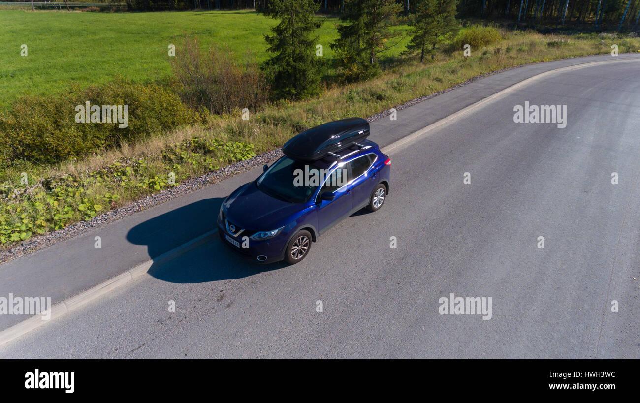 Ilmakuvassa Nissan Qashqai kattoboxilla - Stock Image