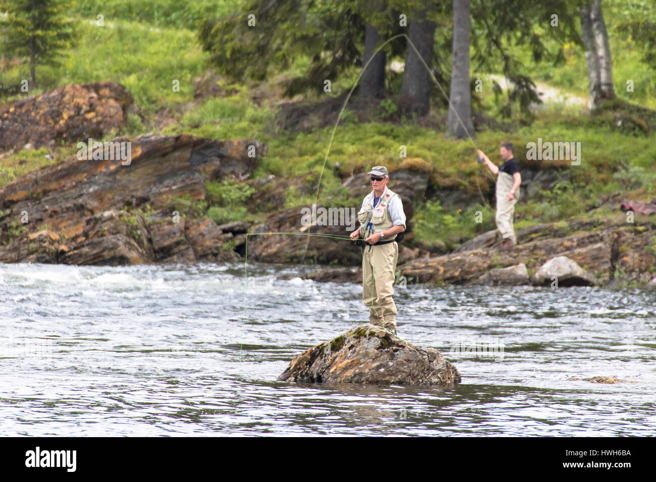 'Salmon angler in the Namsenflu?, Norway; Nord-Tr ? ?ndelag, Brekkvasselv, Namsen, river; tourism, angler, salmon, - Stock Image