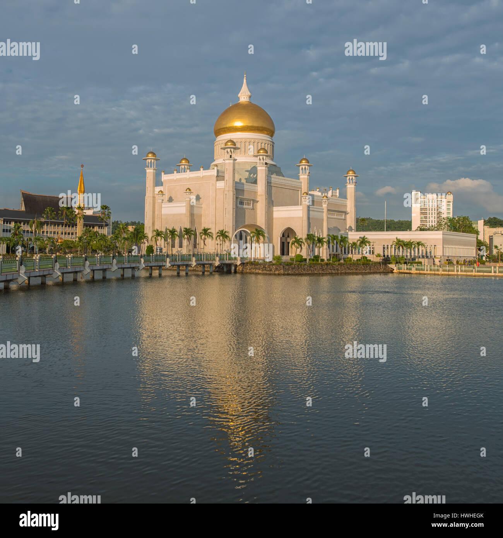 Sultan Omar Ali Saifuddin Mosque in Bandar Seri Begawan, Brunei - Stock Image
