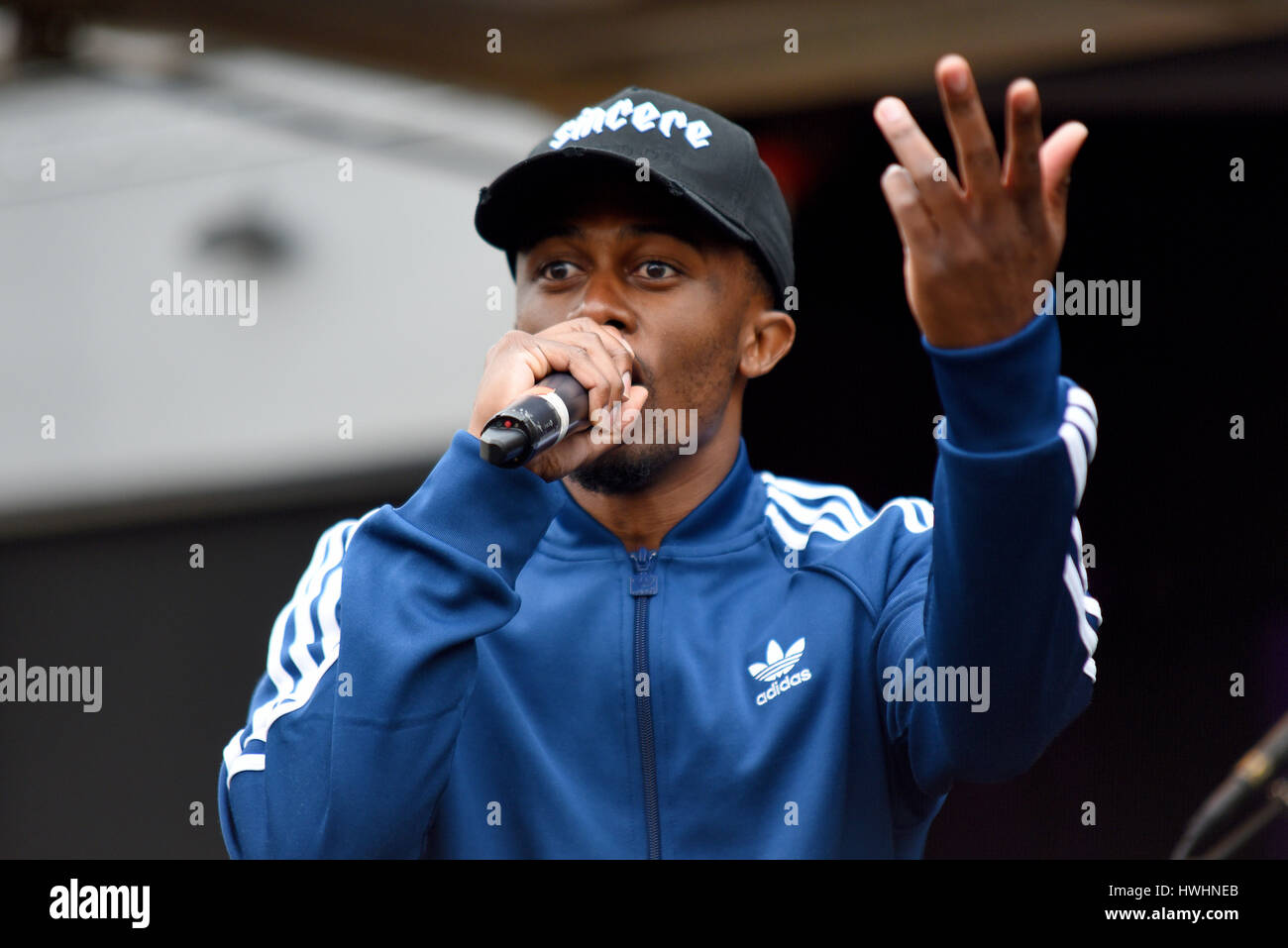 E. Mak singing at the UN Anti racism rally in Parliament Square, London - Stock Image