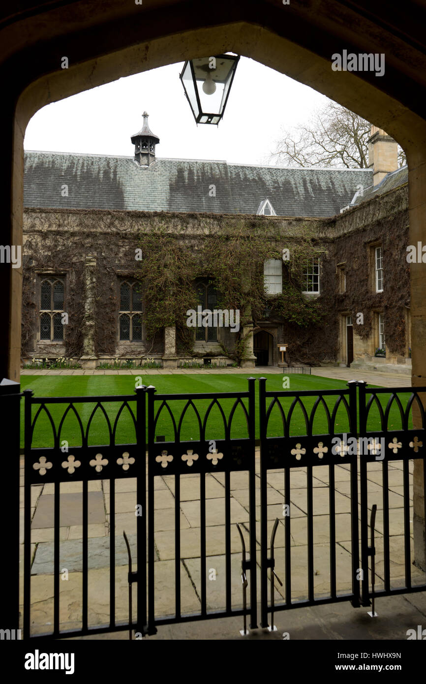 Peeping into one of the famous Colleges of Oxford. - Stock Image