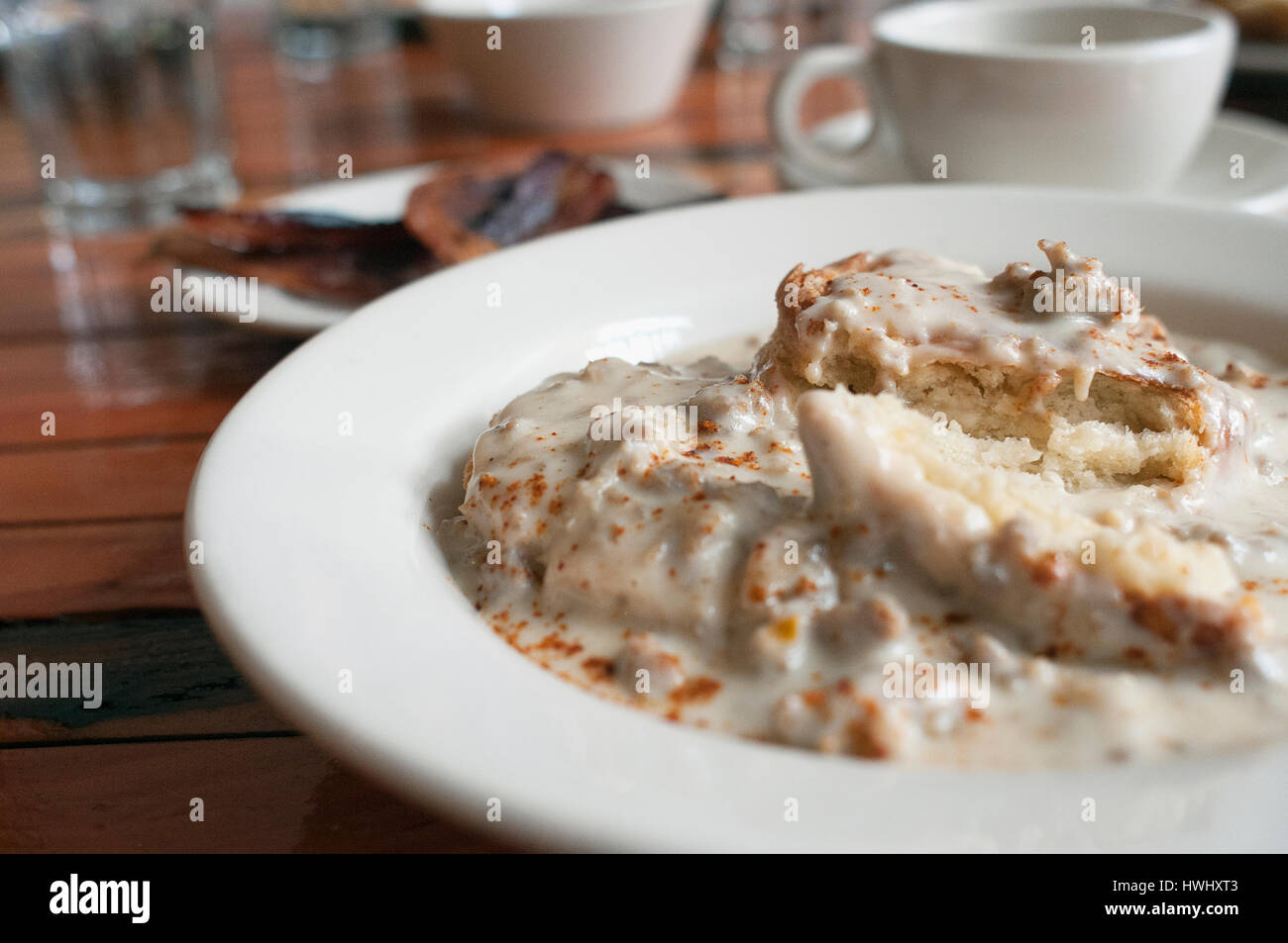 Biscuits and gravy breakfast at Community Plate in McMinnville, Oregon. - Stock Image