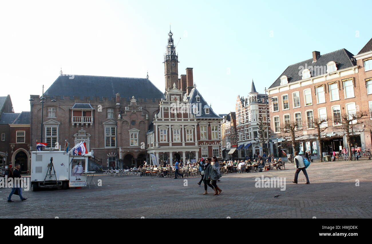 Central market square (Grote Markt) of Haarlem, Netherlands with 14th century City Hall (Stadhuis van Haarlem) - Stock Image