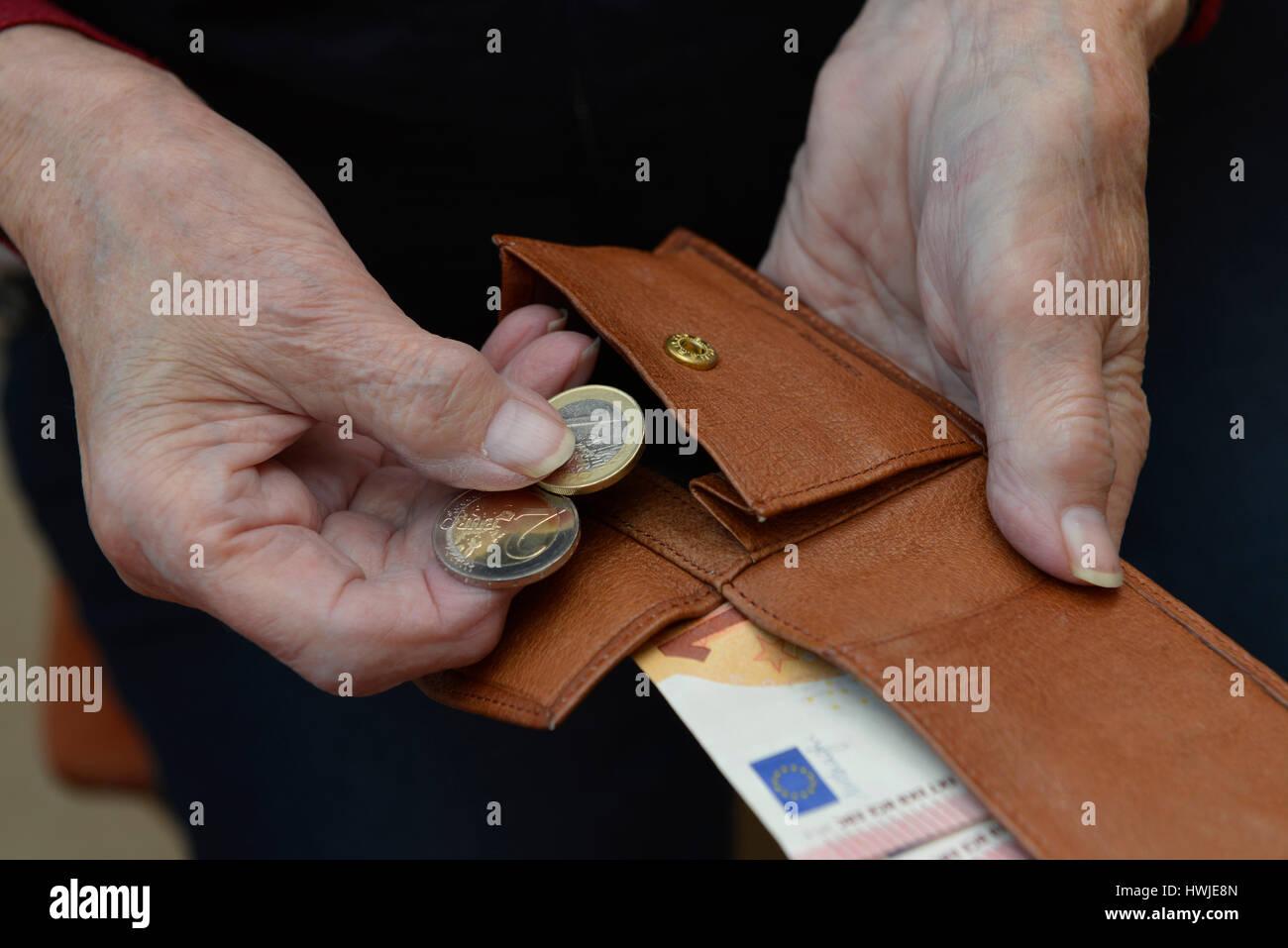 Frau, Portemonnaie, Rente, Geld Stock Photo