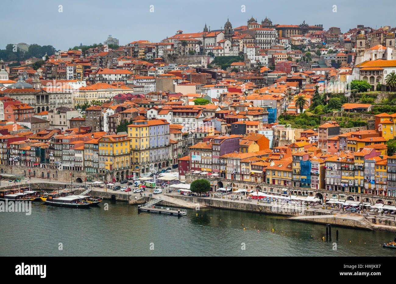 Portugal, Region Norte, Porto, view of the riverfront promenade Cais da Ribeira and Ribeira Square at historical - Stock Image