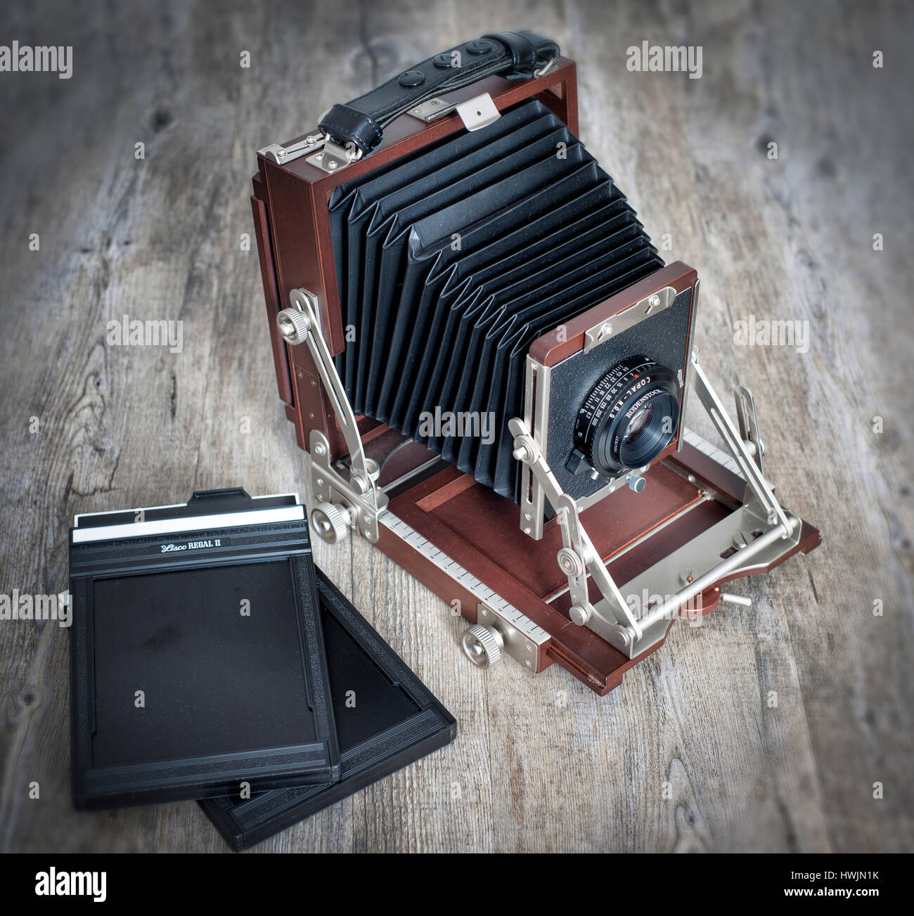 Large format 5x4 film wooden camera with dark slides - Stock Image