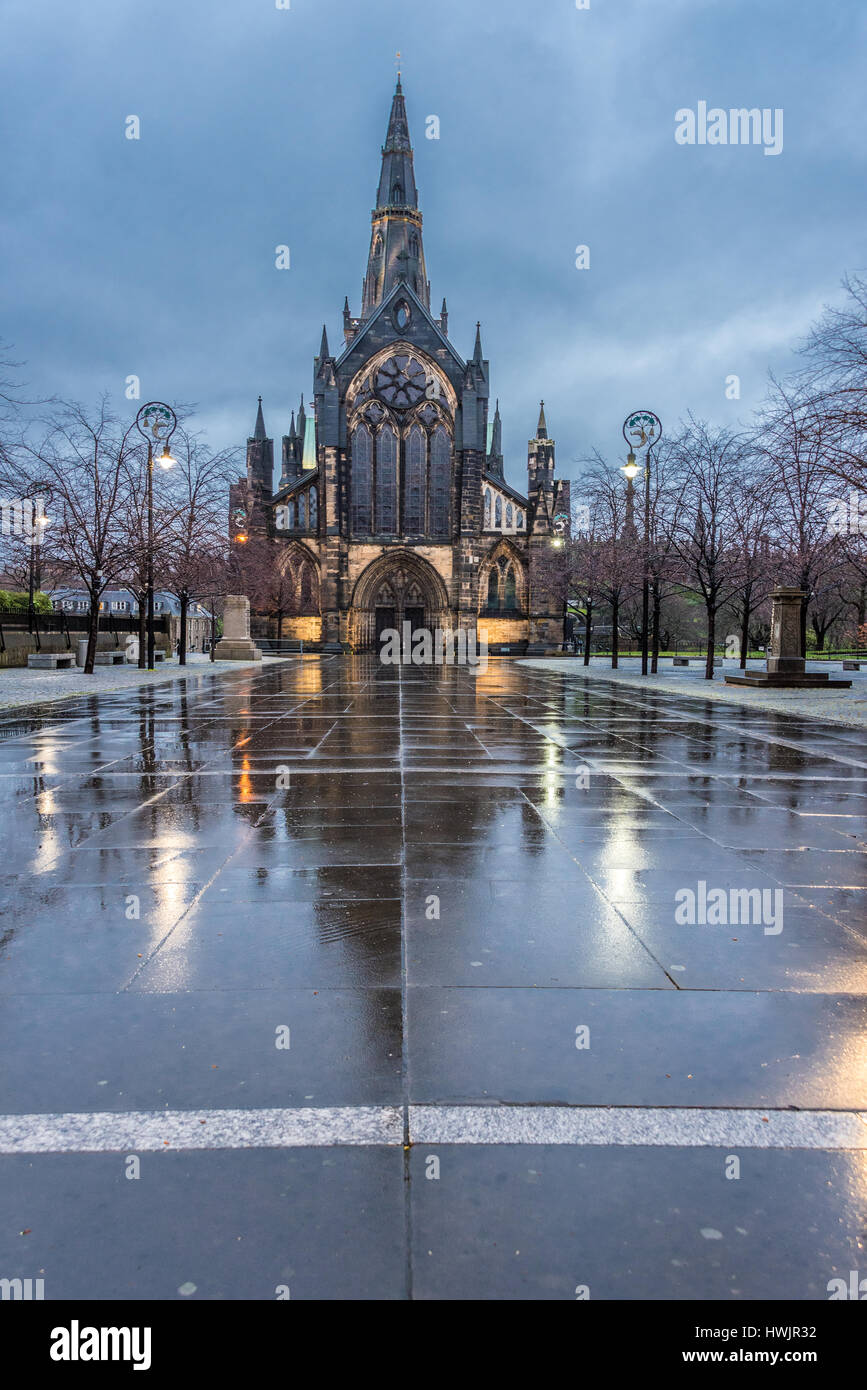Reflections of Glasgow Cathedral on the wet pavements - Stock Image