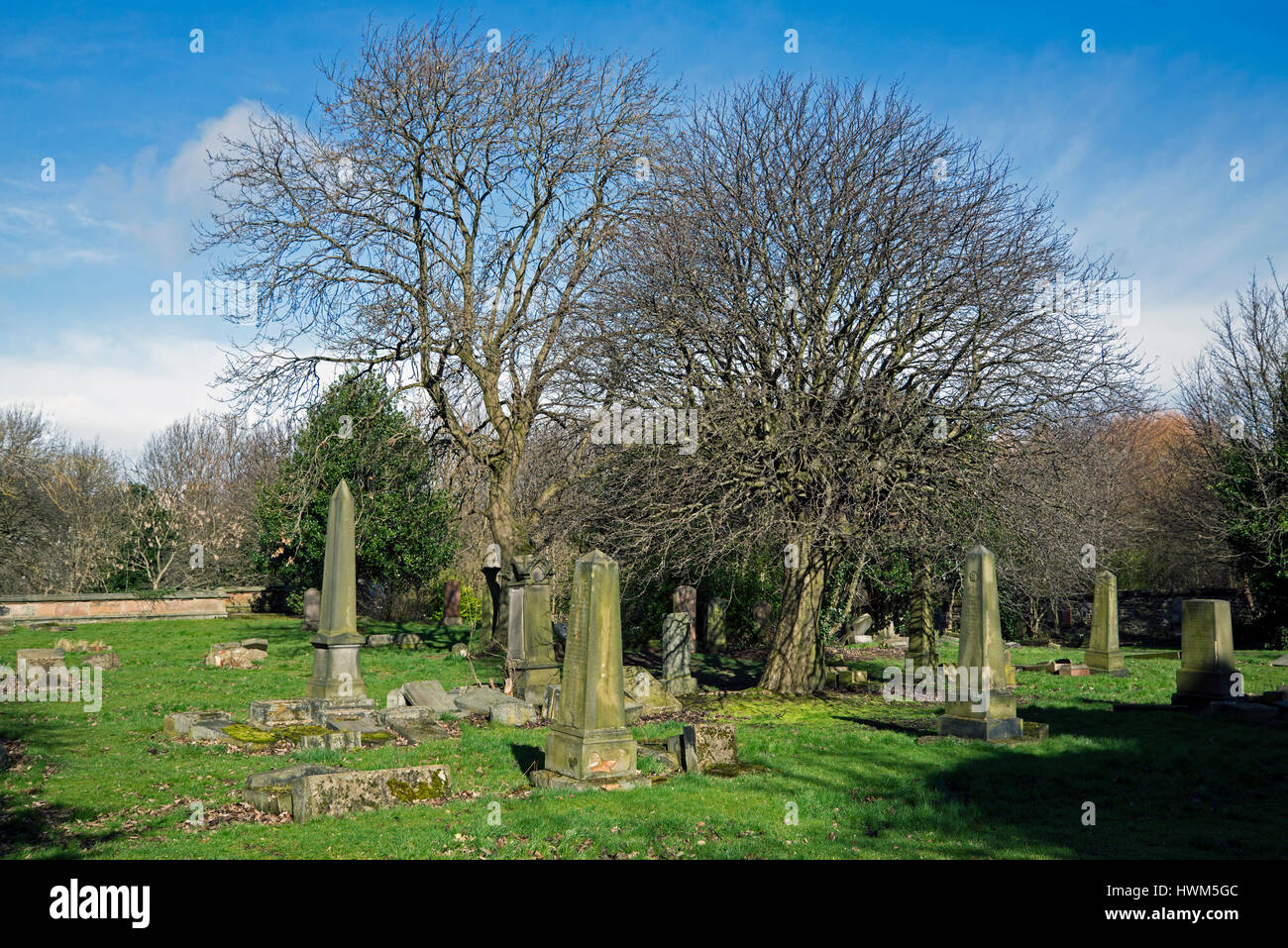 Neglected section of Dalry Cemetery in Ednburgh, Scotland, UK. - Stock Image