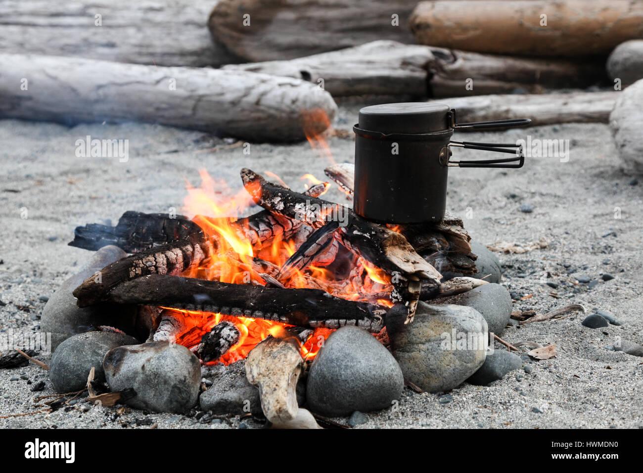 Backcounty Cooking, Nootka Island, BC - Stock Image