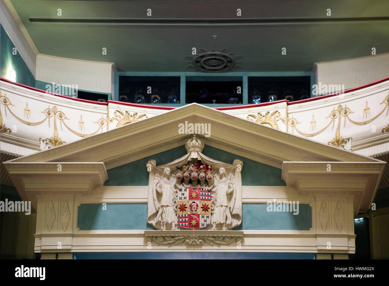 Deutschland, Nordrhein-Westfalen, Detmold, Landestheater Detmold, Fürstlich Lippisches Wappen im Zuschauerraum - Stock Image